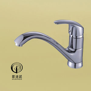 Oudinuo Brass Material Kitchen Faucet with Chrome Plated 68919 pictures & photos