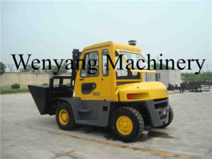 Hot Sale 5ton Counterbalanced Power Engine Forklift with Cab pictures & photos