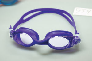 Quick Adjust Strap Silicone Swimming Goggles pictures & photos