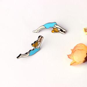 Fashion Customized Metal Enamel Sports Girl Shape Shirt Collar Brooch Pin Gift pictures & photos