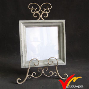 Distressed Retro Vintage Square Wooden Photo Frame with Metal Stand pictures & photos