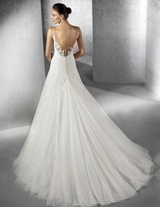 V-Neck Bridal Wedding Gowns Chantilly Lace Tulle Wedding Dress A201724 pictures & photos