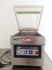 Single Chamber Vacuum Sealing Packaging Machine (DZ300) pictures & photos