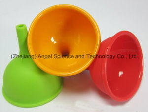 Hot Sale Medium Size Silicone Funnel Silicone Wine Pourer for Hotel Sk05 (M) pictures & photos