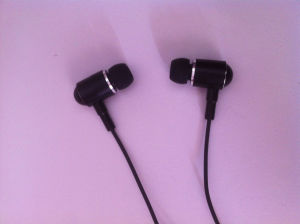 High Quality Wood Earphone, Mobile Phone Earphone, Earphone with Mic pictures & photos