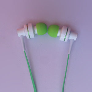 Hot Sell New Design MP3/MP4/MP5 Earphone pictures & photos