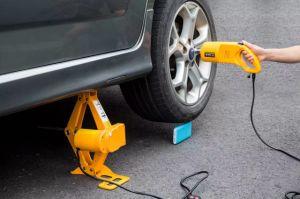 Electric Car Jack 12 Volts pictures & photos