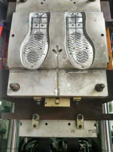 Vertical Double Color Tr/TPR/PVC Sole Injection Moulding Machine pictures & photos