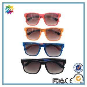 OEM Design UV400 Unisex Fashion Sports Sunglasses with Polarized Lens pictures & photos