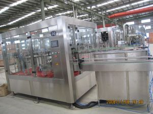 Full Automatic Carbonated Drinks Filling Machine in Glass Bottles pictures & photos