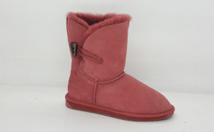 Women′s Sheepskin Lo Toggle Button Snow Boots pictures & photos