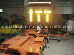 Middle Size Solar Powered Variable Message Traffic Sign with Easy Operating Remote Control pictures & photos