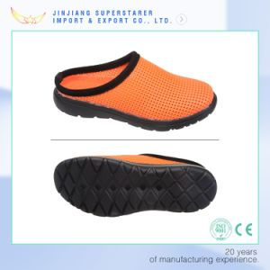 EVA Sole PVC Upper Men and Women Holey Upper Clogs Hospital Safety Slipper Shoe pictures & photos