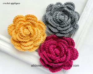 Village Vintage Hand Crochet Flower Applique with Rhinestone Beads Leaves pictures & photos
