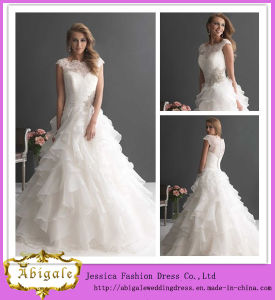 2014 New Arrival Elegant White A Line Boat Neck Button Back Lace Bodice Organza Skirt Crosses Bridal Wedding Dress China (MN1265) pictures & photos