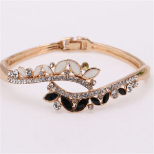 Hot Selling Newest Designs Cats′ Eyes Stones Bangles