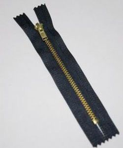 No 3.5 Brass Zipper for Clothing/Garment/Shoes/Bag/Case pictures & photos