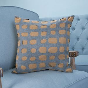 Hand-Made Decorative Cushion/Pillow with Hollowed-out Geometric Pattern (MX-06) pictures & photos