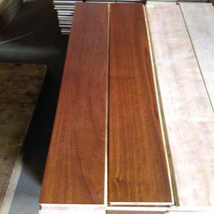 Multi-Layer UV Lacquered Black Walnut Engineered Wood Flooring pictures & photos