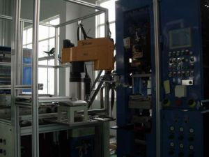 Powder Press with Automation Equipment (HPP-A) Robot Hand pictures & photos