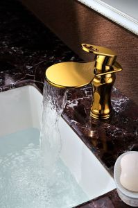 Golden Color Bathroom Basin Copper Faucet (SD-L-002C) pictures & photos