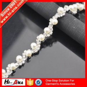Our Factories 20 Years′experience Top Quality Glass Rhinestone Chain pictures & photos