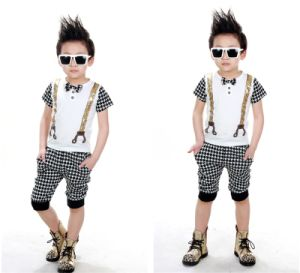 Korean Style Short Sleeve Sports Bow Tie Suit for Boys pictures & photos