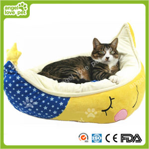 High Quality Crescent Shape Soft Warm Pet Bed (HN-pH578) pictures & photos