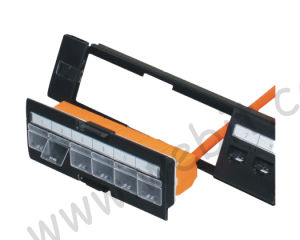 Toolless CAT6A 24 Port UTP Patch Panel with Shutter pictures & photos