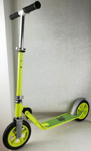 200mm Air Wheel (ROAD TIRE) Scooter pictures & photos