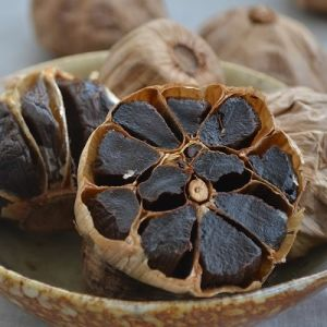 Professional Top Quality Black Garlic Export pictures & photos