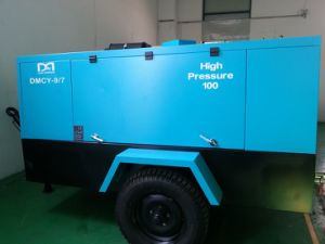 Mobile Cummings Diesel Engine Driven Screw Air Compressor for Mining Rock Drill pictures & photos