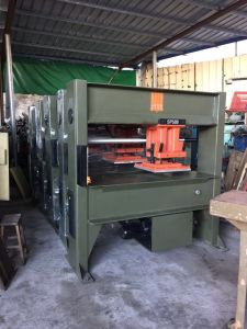 Used Italy Atom Travelling Head Leather Cutting Machine (SP588) pictures & photos