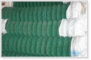 Diamond Hole Chain Link Fence of PVC Coated or Galvanized pictures & photos