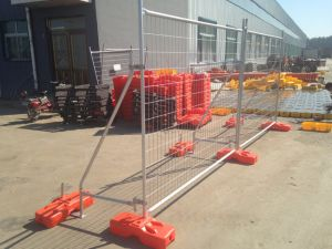 Hot Dipped Galvanized to Be 42 Microns Made in China Temporary Fencing Panels with Brace pictures & photos