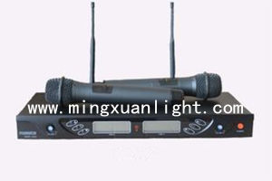 Good Quality Four Channels UHF Wireless Microphone pictures & photos