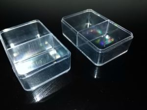 Clear Plastic with 2 Dividers for Wedges pictures & photos
