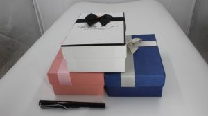 Customized Delicate Design Paper Gift Box with Ribbon-Bowknot pictures & photos