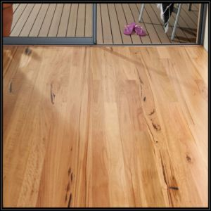 Household/Commercial Engineered Blackbutt Timber Flooring/Hardwood Flooring (85/92/122/130mm) pictures & photos
