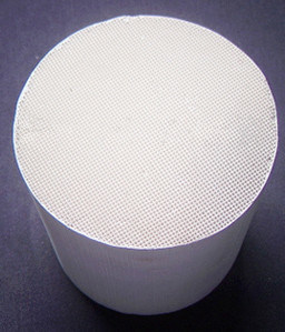 Catalyst Carrier Honeycomb Ceramic Substrate Cordierite Ceramic Honeycomb pictures & photos