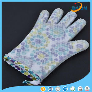 Colorful Round DOT Pattern Heat Resistant Silicone Glove pictures & photos