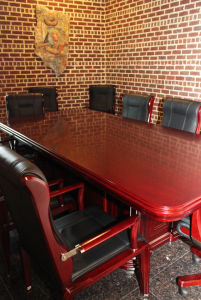 High End Classic Specifications Big Serious Conference Tables and Chairs (FOHUS-03) pictures & photos