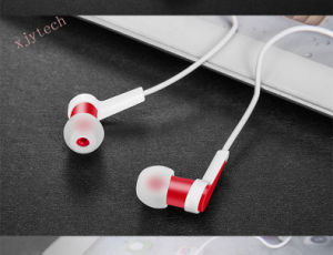 Fashionable Earphone with Round Wire, Good-Quality, Fashion Style, Can Prints Logo for MOQ 3, 000PCS pictures & photos