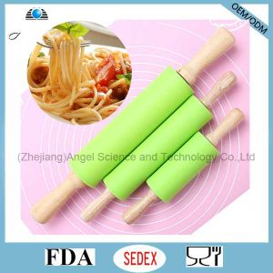 Cake Paste Dough Baking Flour Wood Rolling Pin with Silicone Sk37 (M)