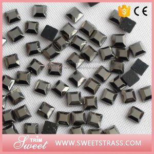 10X10mm Hotfix Mirror Faceted Crystal Square for Sale pictures & photos