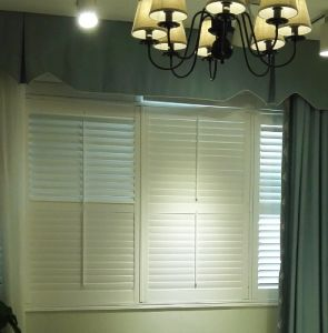 L Frame PVC Fauxwood 64 mm Blade Interior Decor Window Plantation Shutters pictures & photos