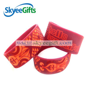 Custom Rubber Wristband Silicone Bracelet pictures & photos