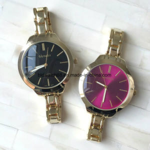 Fashion Analog Golden Alloy Watch with Elastic Band for Man pictures & photos