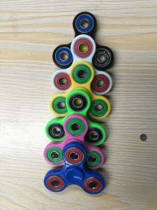 2017 Hot Sale Kidstoy Rotate Hand/Fidget Spinner (SZHS004) pictures & photos