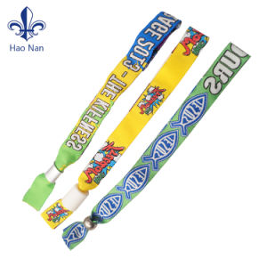 2017 Innovative Promotion Gift Fabric Wristband pictures & photos